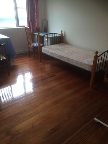 Room for Rent at Heart of Oakleigh - Oakleigh - Pis
