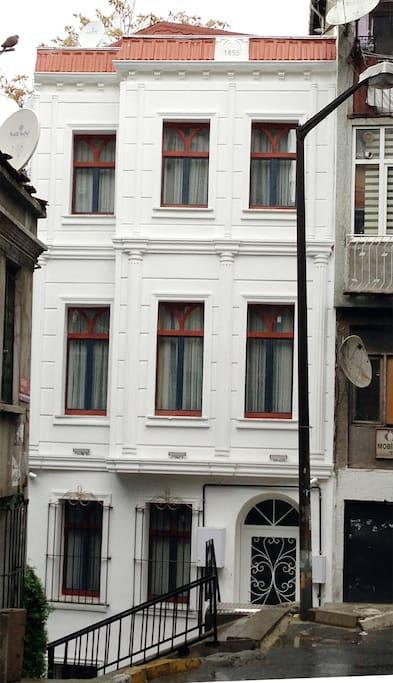 beyaz bina