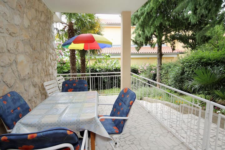 One bedroom apartment with terrace Dramalj (Crikvenica) (A-2397-a)