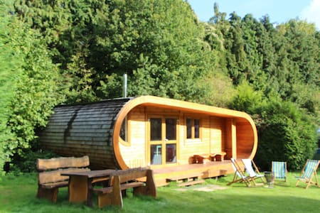 The Curvy Cabin at Blackberry Wood - Nr Ditchling - Zomerhuis/Cottage