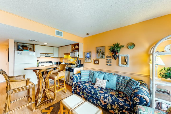 Classic beach condo with Gulf view, beach access & shared pools/hot tubs!