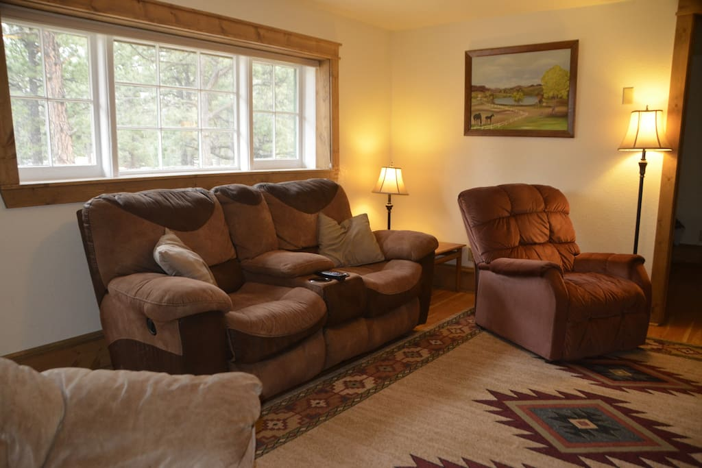 Stonewall View Cabins - Cozy, renovated, full kitchen, 2 bedrooms, free wifi, year-round