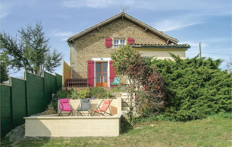 Holiday cottage with 3 bedrooms on 125m² in Lahitte Toupiére