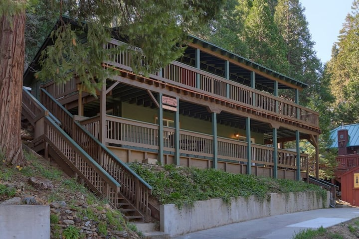 Creekside Retreat near Yosemite and Bass Lake
