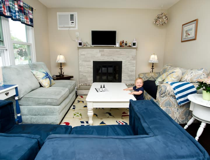 Quiet family + pets retreat 3 blocks to Bay Beach