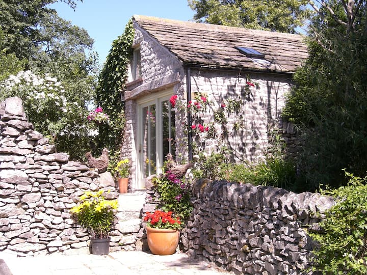 Stylish holiday cottage for two,  one dog welcome