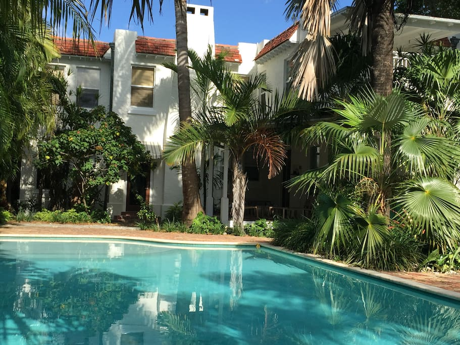 Historic miami beach home w pool houses for rent in for Big houses in miami