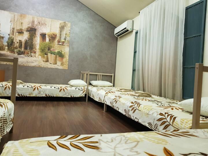 Hostel Well комната для мужчин на 5 мест