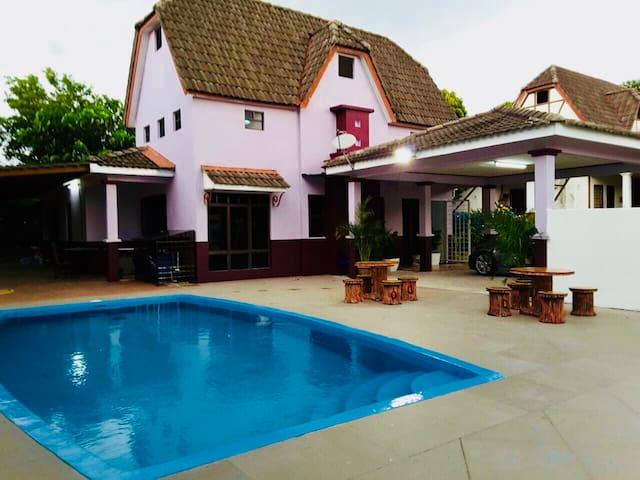 A famosa Charming villa 4 Muslim