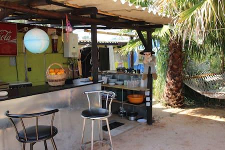 Gemütlicher Trailer im Palmgarten - Montes do Alvor - Kamp Karavanı/Karavan