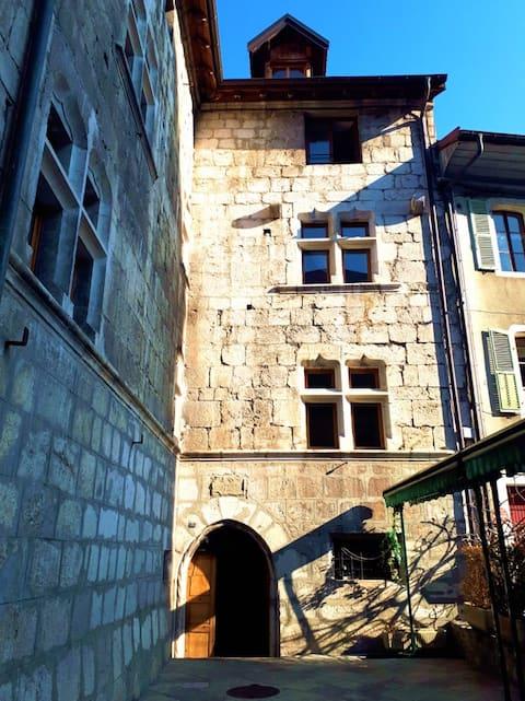 Bel appt 3*** au centre historique de la Roche