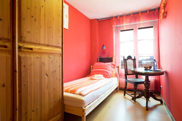 Munich City: cosy and quiet room on the gardenside - Munique - Apartamento