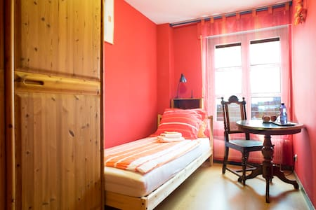 Munich City: cosy and quiet room on the gardenside - Μόναχο