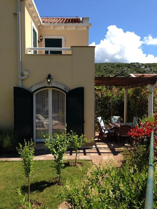 Villa Arann - Garden & Front Terrace