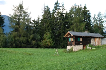 """""""Schnäggehüsi"""" Hütte inmitten herrlicher Natur - Ernen - 小屋"""