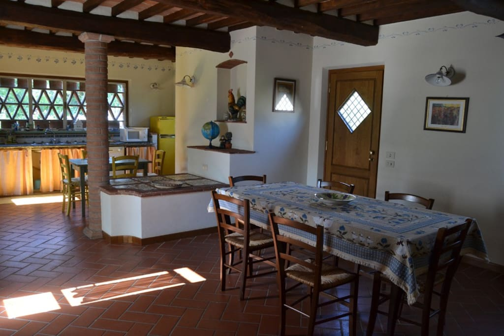 Main kitchen and dining room / Cucina principale e sala da pranzo