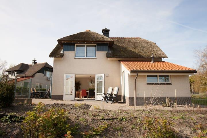 Luxe Villa + ligplaats IJsselmeer - Makkum