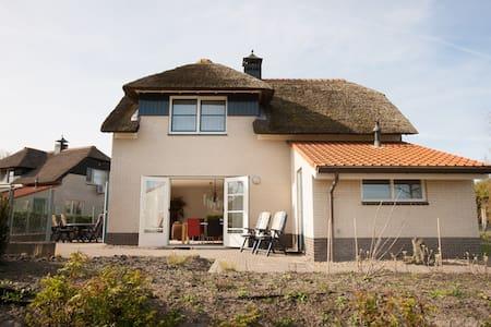 Luxe Villa + ligplaats IJsselmeer - Makkum - Hus