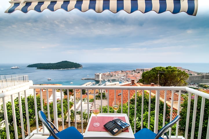 Apt.with balcony,sea view,free park - Dubrovnik - Lägenhet