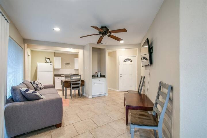 Cozy 1 bedroom apartment on LAKE CONROE!!