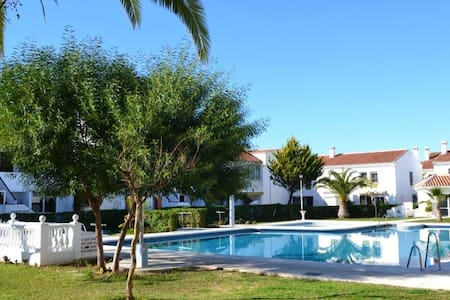 Beautiful house with pool and close to everthing - Torrox - Hus