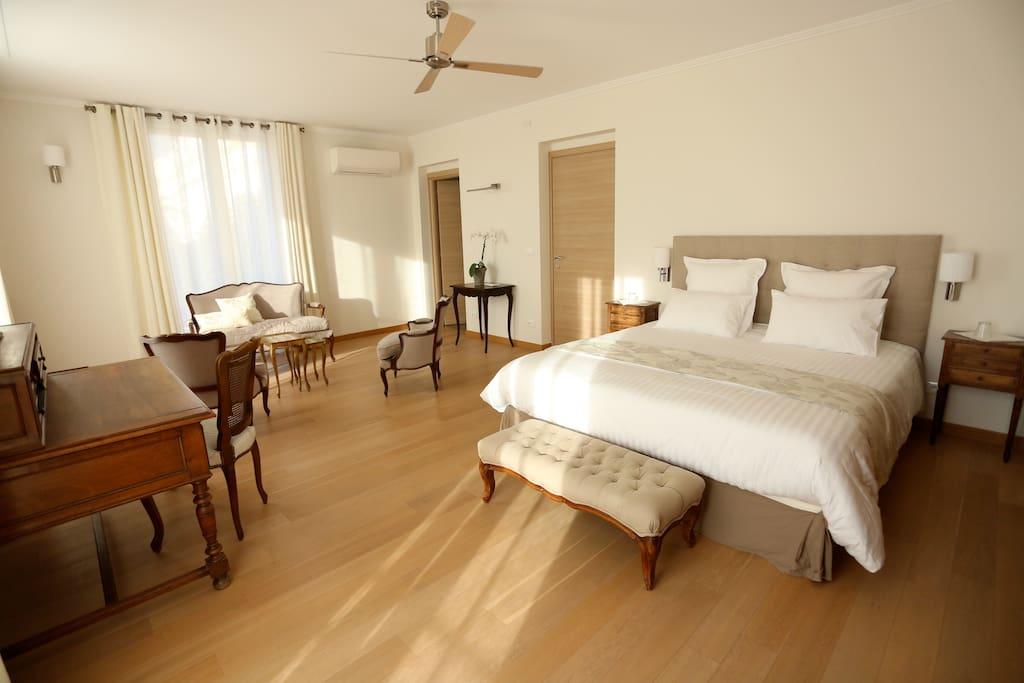 chambre d 39 h tes l 39 atelier de france chambres d 39 h tes louer menton provence alpes c te d. Black Bedroom Furniture Sets. Home Design Ideas