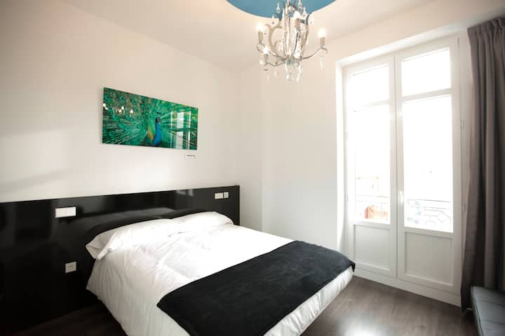 Luxury Room with private bathroom in Gran Via