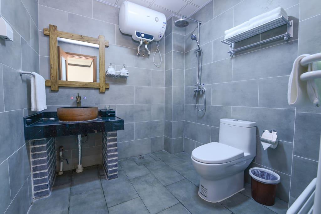 独立卫生间,有浴霸,暖气片