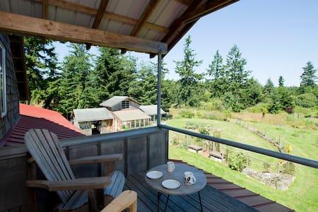 Artist's Island Retreat on 10 Acres - Nordland - Apartamento