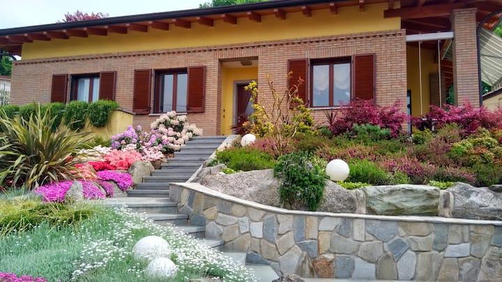 Villa in Brianza e il lago di Como.