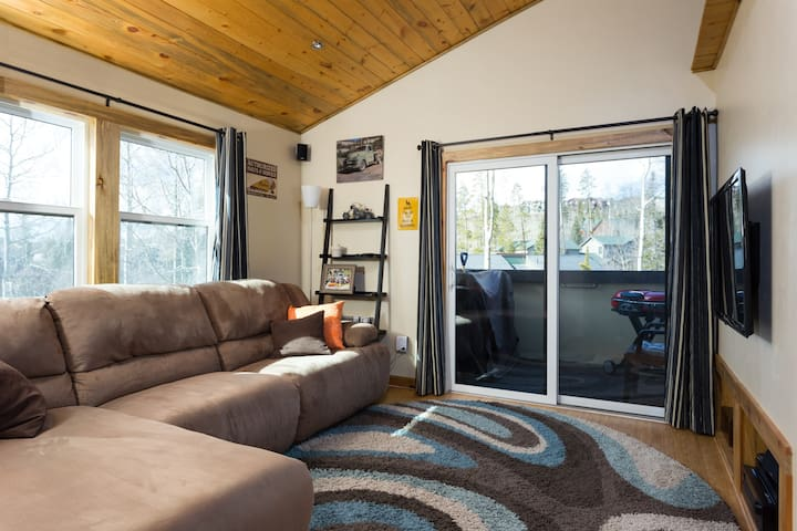 Cozy 2BR condo- Gateway to all Mountain Adventures - Silverthorne - Apartment