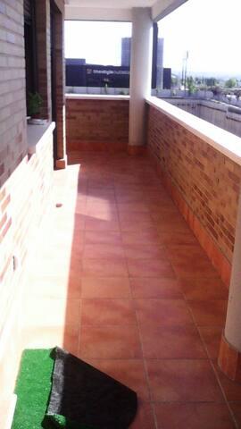Habitación y terraza. Lo que buscas - San Sebastián de los Reyes - House