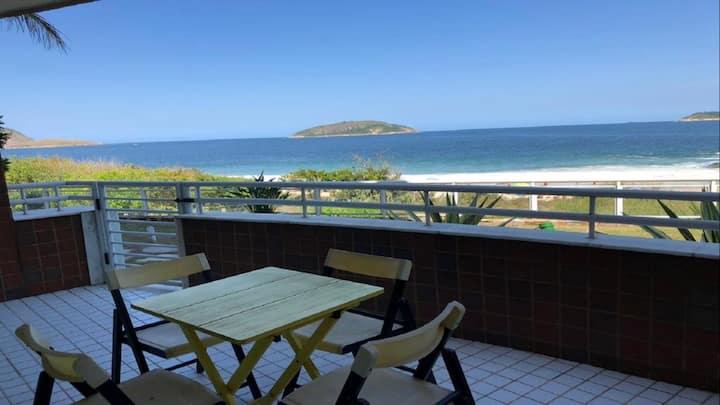 Frente ao Mar com passagem privativa para Praia