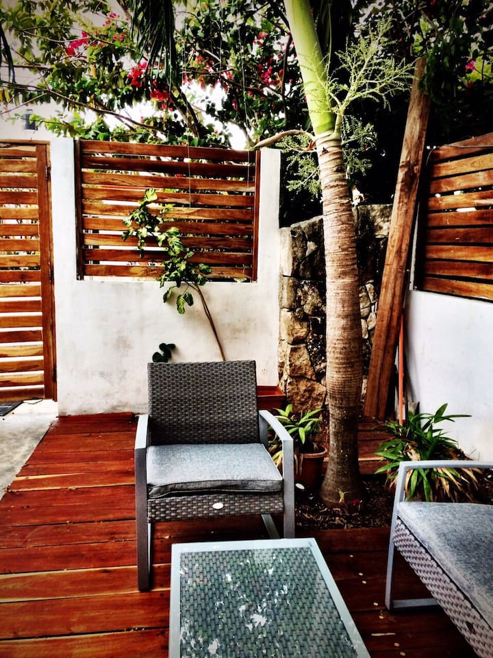 Private, shaded garden for relaxation.