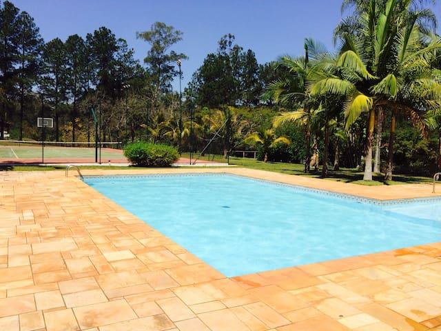 Dois chalés com piscina