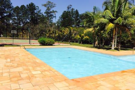 Dois chalés com piscina - Itatiba