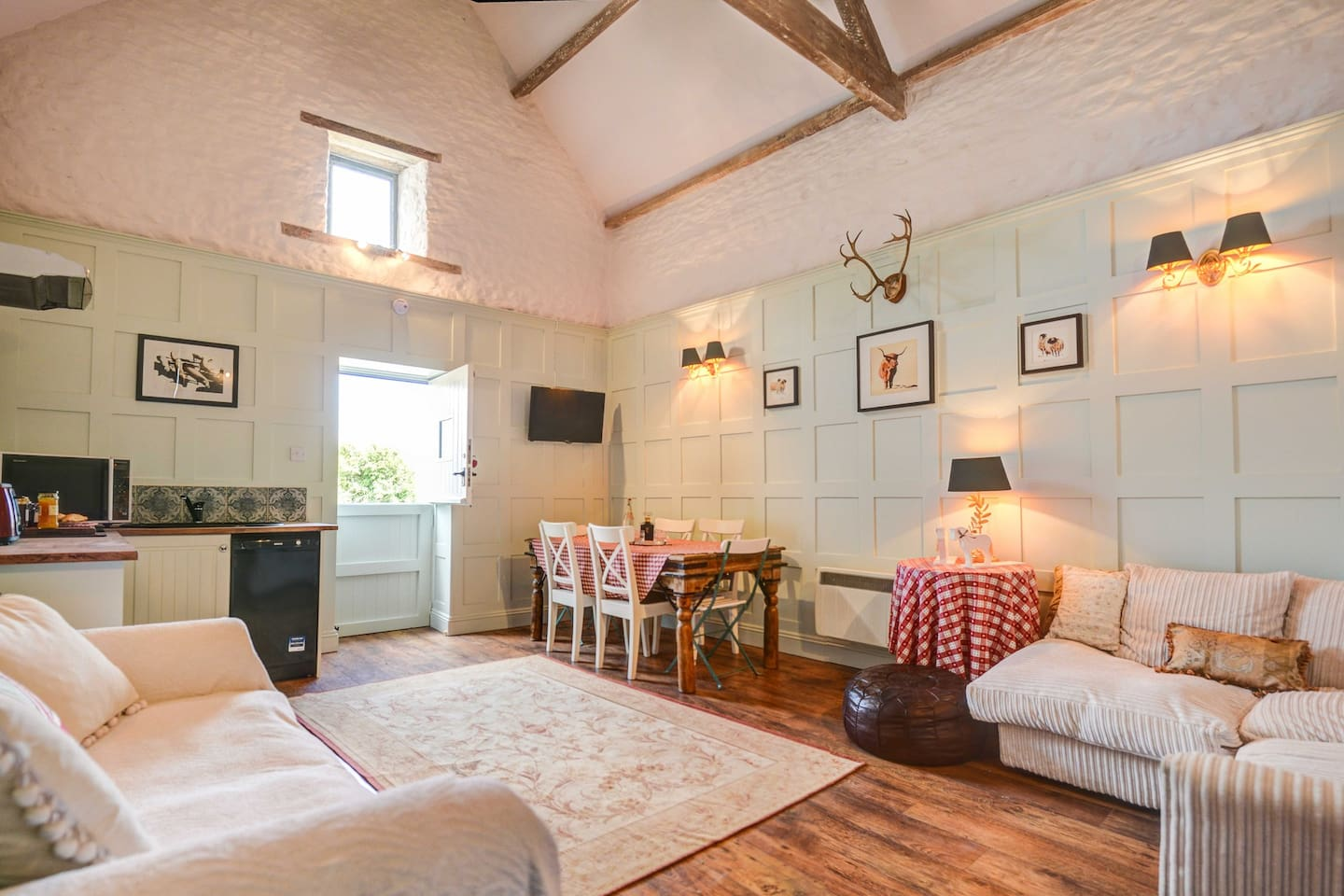 So much space for socialising together in the stunning Hayloft . It has  fully equipped kitchenette with hob, cooker, dishwasher, a dining area for 6 guest ,smart TV, wifi, largecorner sofa plus a double sofa bed ..........