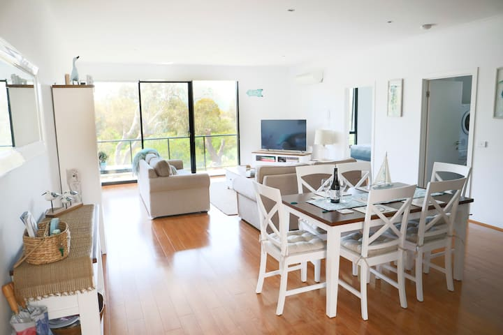 Capel Sunrise..Beautiful immaculate 2br apartment.