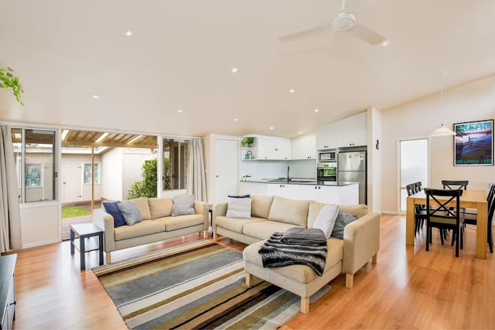 The Deckhouse - Pet Friendly - 2 Mins to Beach