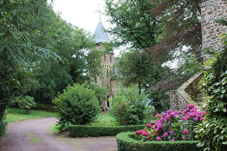 Enchanting&Romantic-Chateau Le Mur