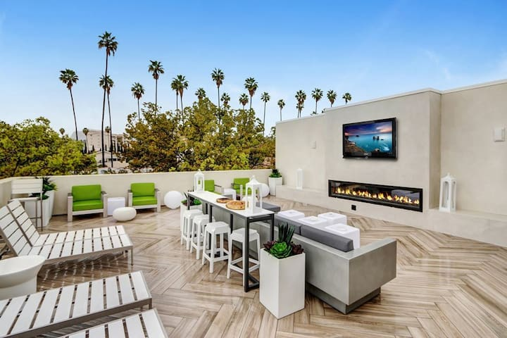 Hollywood brand new luxury 2 bed apartment