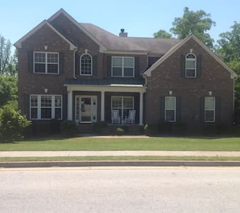 Private Suite in a Peaceful Home - Conyers