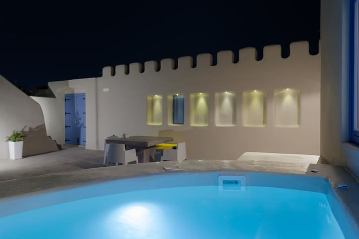 Luxury private Villa with caldera view and jacuzzi