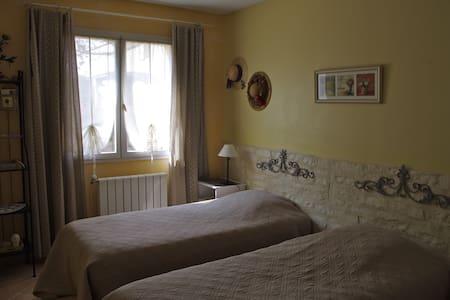 Chambre Provençale + petit dej ++ ! - Morières-lès-Avignon