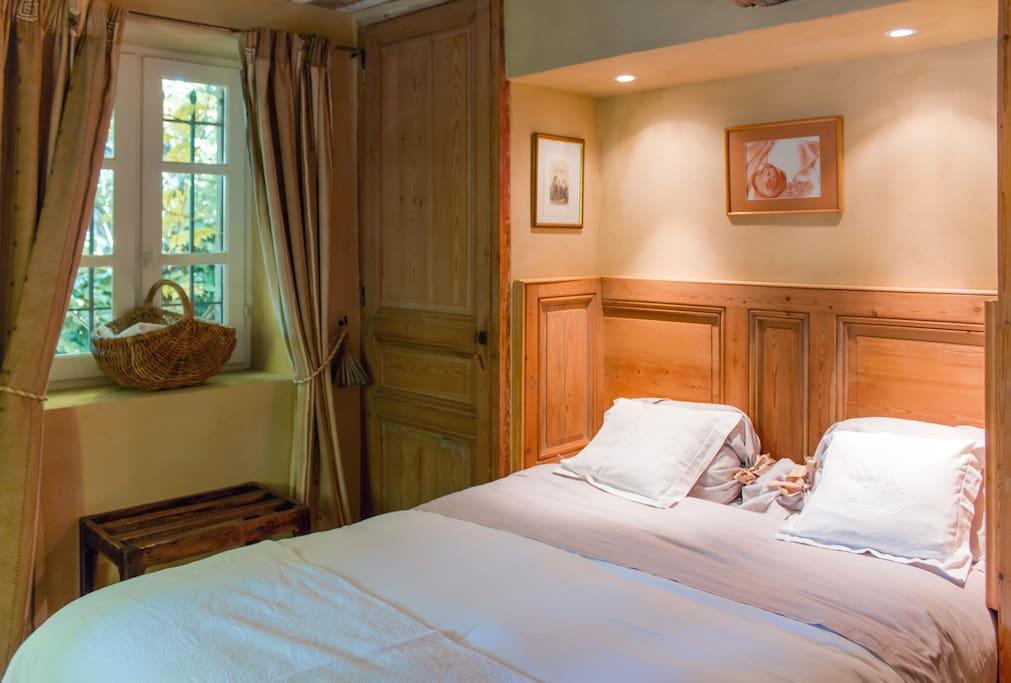 chambre de charme c te d 39 azur chambres d 39 h tes louer grasse provence alpes c te d 39 azur. Black Bedroom Furniture Sets. Home Design Ideas