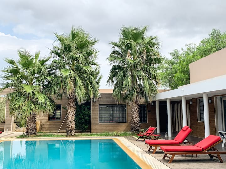 Suite Leila suspendue entre piscine et jardins