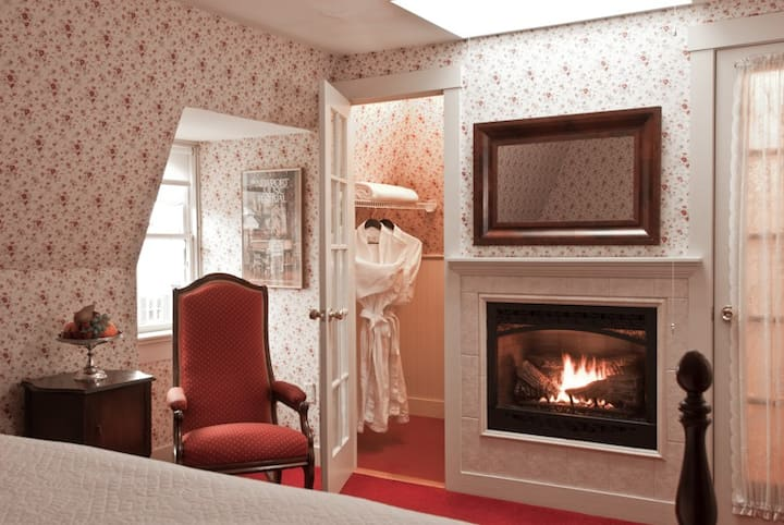 Newport Boutique Hotel King Bed w/Fireplace