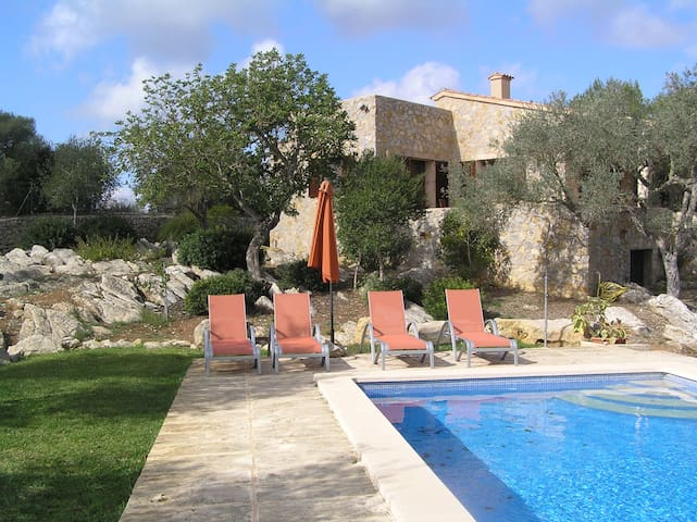 Rural finca with pool and wi-fi - Artà - House