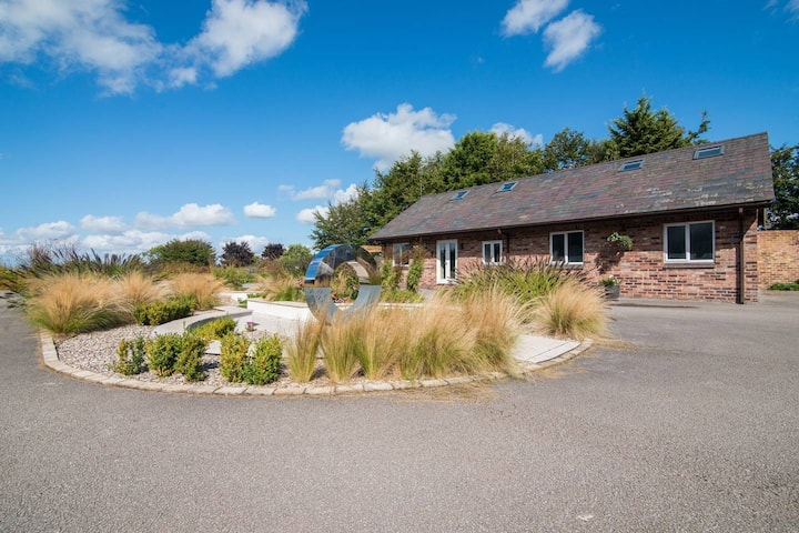 Super Spacious Barn Conversion With Free Wifi, Netflix & Fireplace