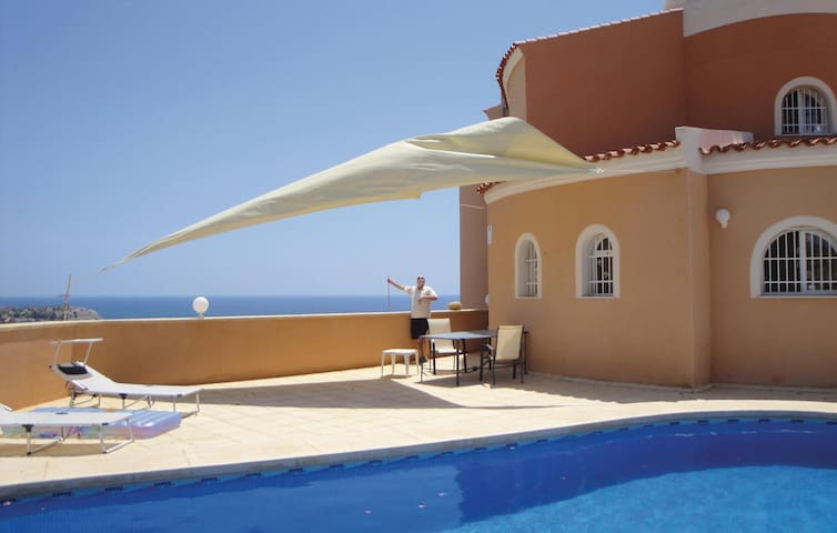 Holiday cottage with 3 bedrooms on 174 m² in Villajoyosa